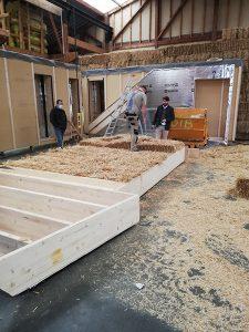 prefabrication-murs-ossature-bois-avec-bottes-de-paille
